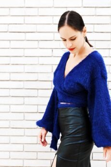 h-era knitted blue wrap top